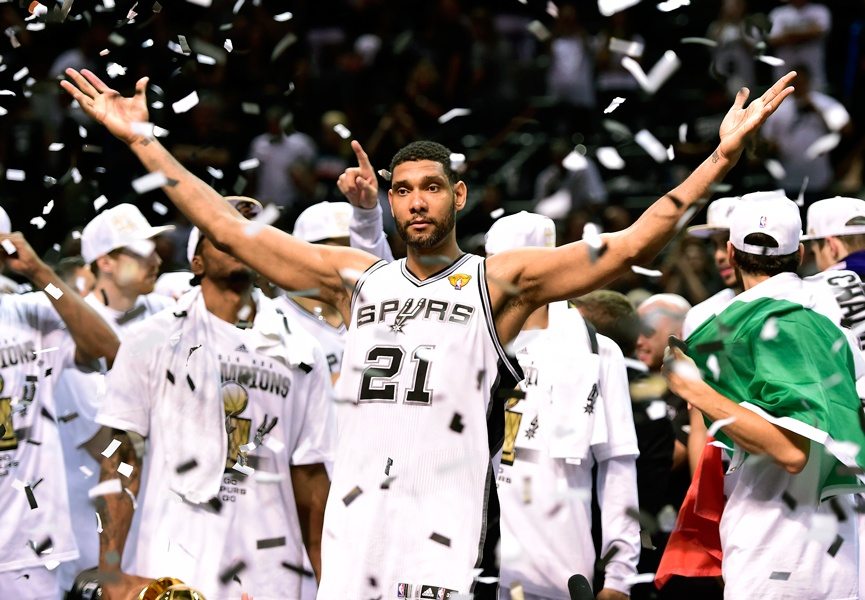 Tim Duncan celebrates championship - 2014-2015 NBA Preview – Western Conference
