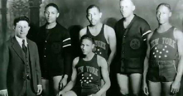 Abe saperstein first white player to play for new york harlem globetrotters