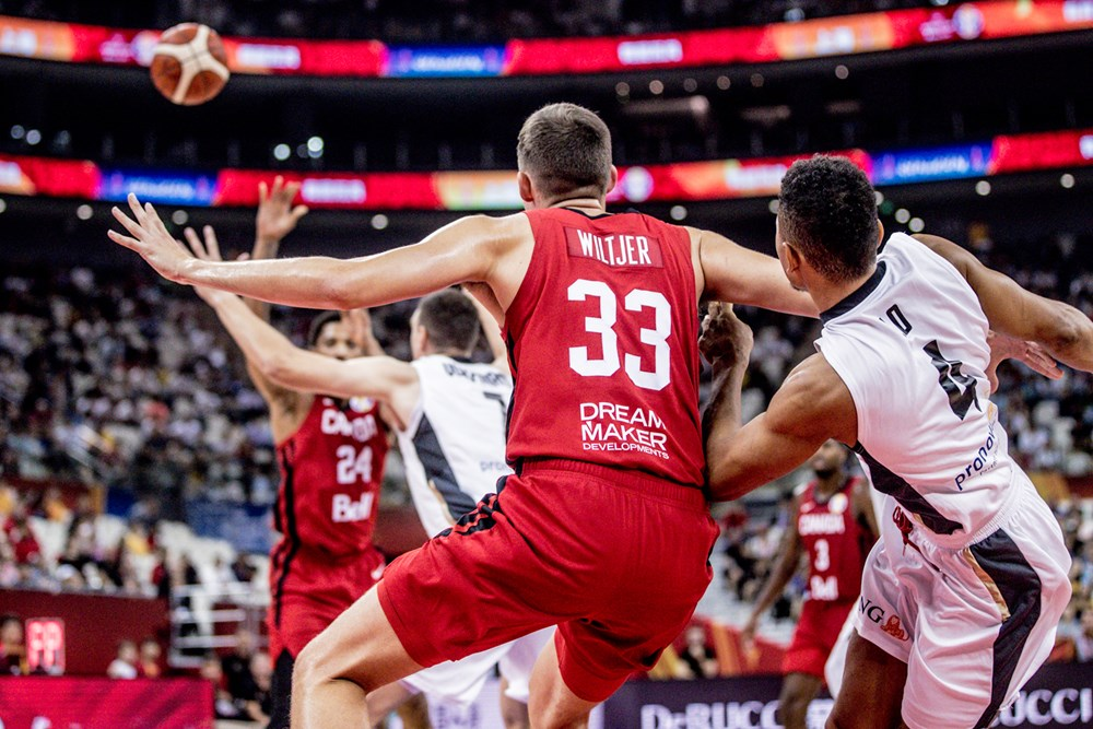 Canadian Kyle Wiltjer Takes Advantage Of Mismatch Bangs Down Low Against Germany 2019 Fiba World Cup China