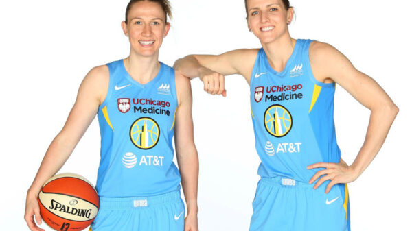 Chicago Sky Spousal Sharpshooters Vandersloot And Quigley Flame Downtown Phoenix 2021 Wnba Finals