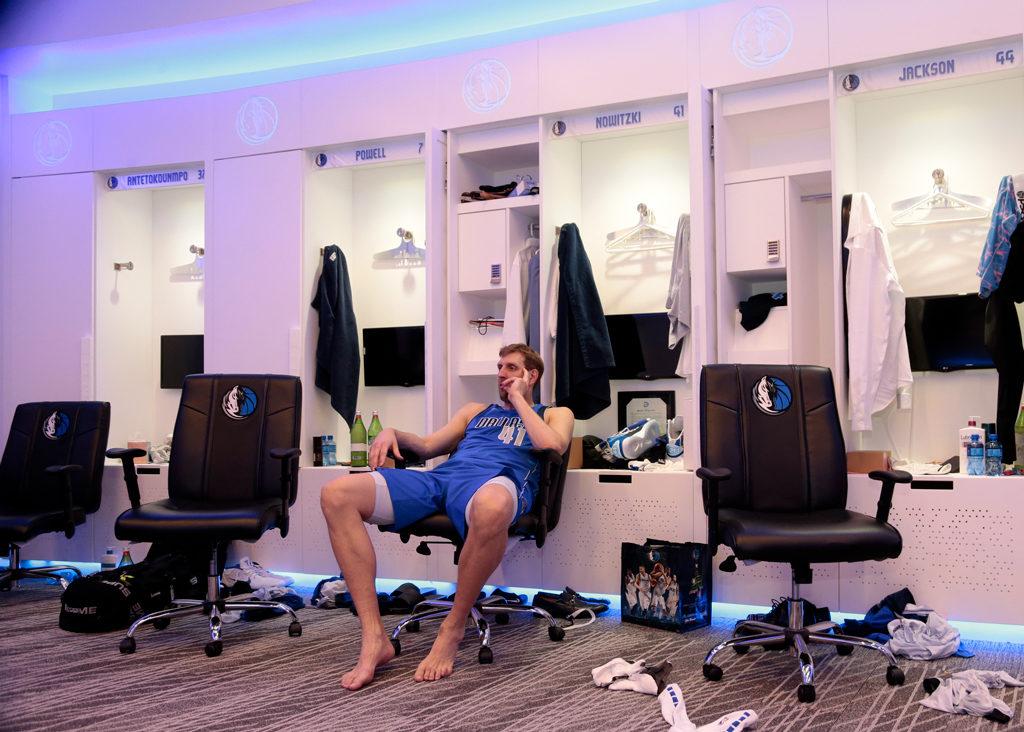 Dirk Nowitzki Ponders Nba Career Dallas Mavericks Locker Room