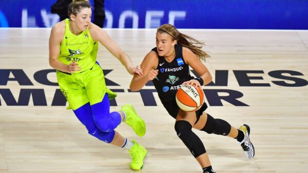 Sabrina Ionescu drives past Dallas Wings on her way to 33 points, 7 assists, 7 rebounds