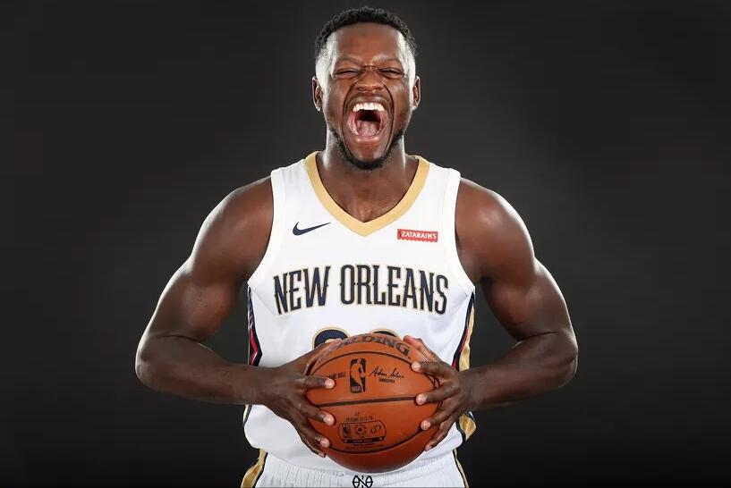 Julius Randle Screaming Squeezing Basketball