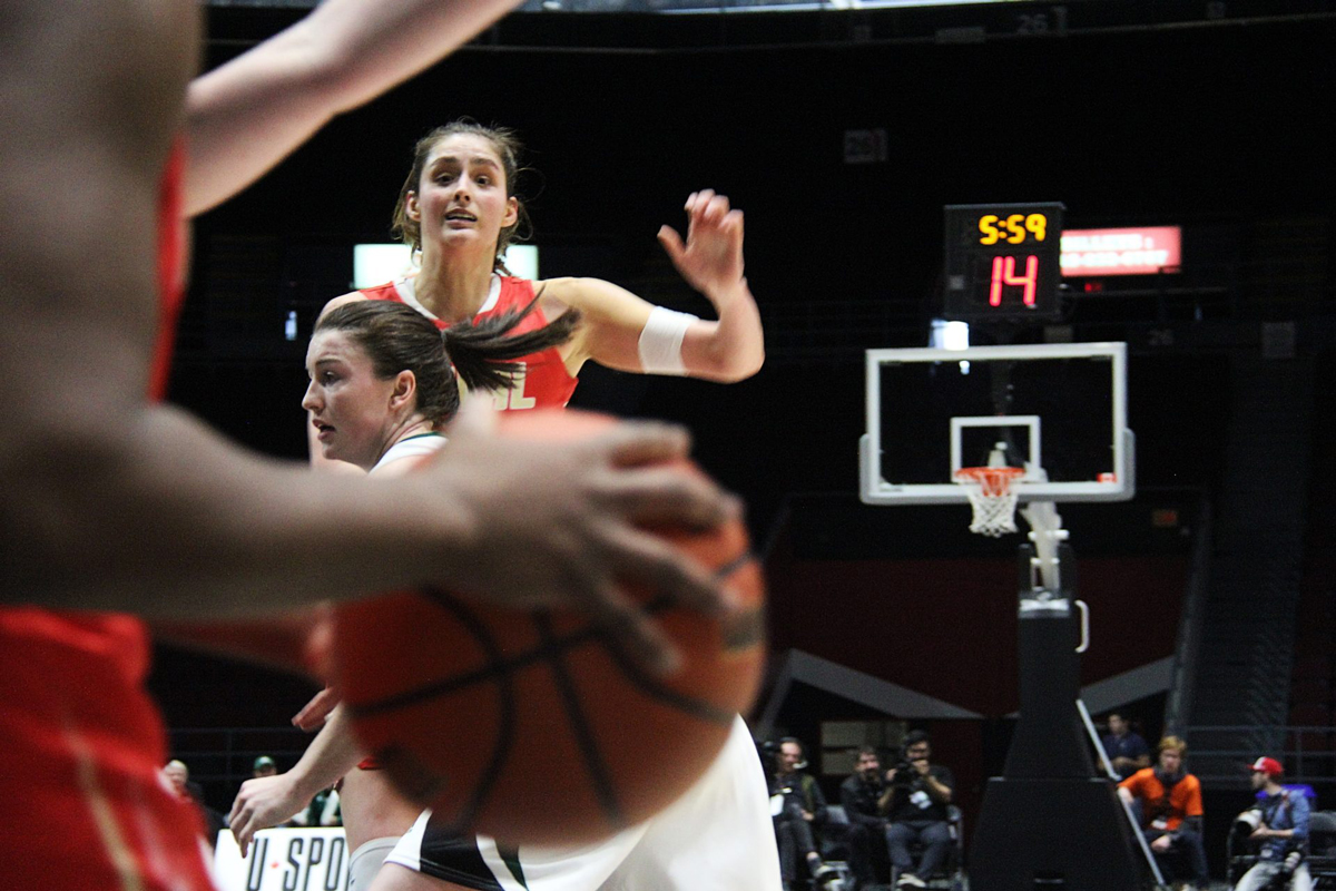 Khaleann Caron-Goudreau calls for the ball in Laval's 2020 national bronze medal loss to UPEI. Photo: Ben Forrest Photo