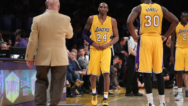 Kobe Bryant His Dislocated Finger Still Click In Lakers Loss To Spurs