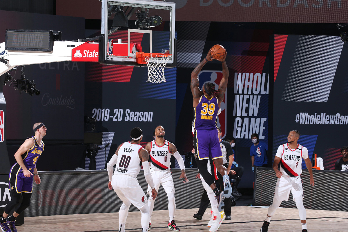 Lakers Dwight Howard Throws Down Thunderous Two Hand Dunk Against Porland Trail Blazers 2020 Nba Playoffs