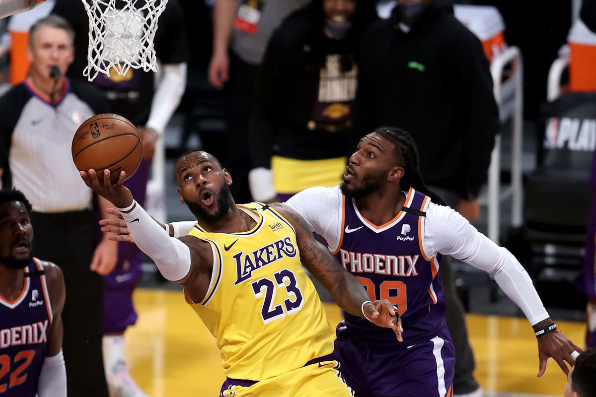Lakers take a 2-1 series lead for first Staples Center playoff game since 2013