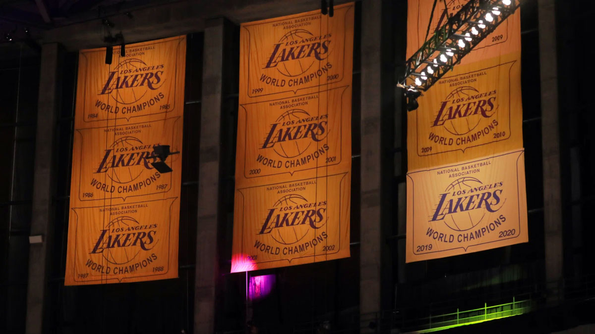 Los Angeles Lakers Lift 17th Championship Banner To The Rafters