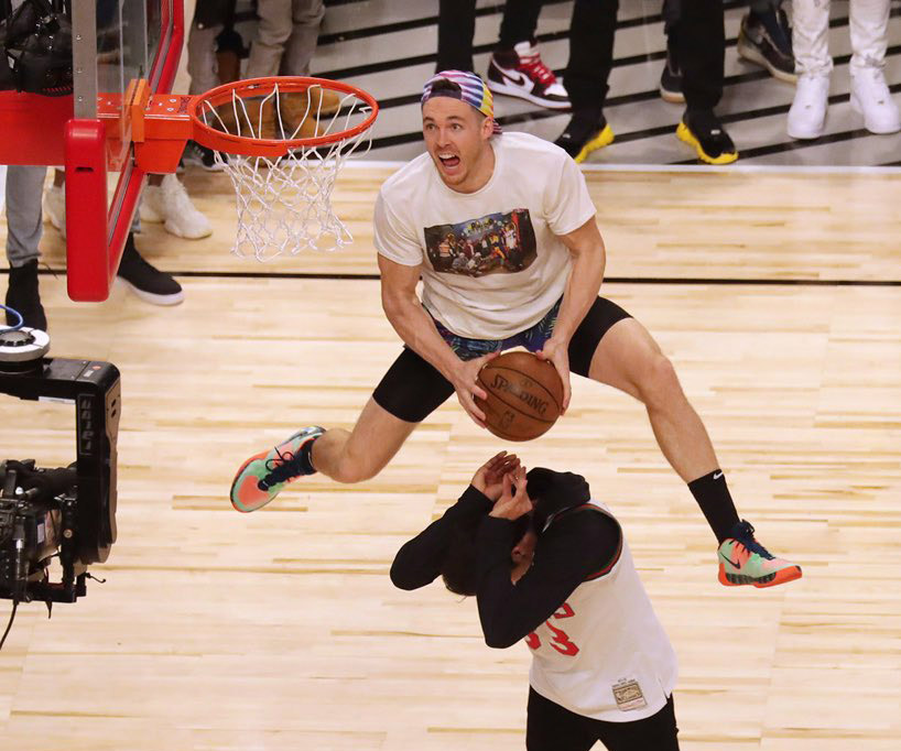 pat connaughton woody harrelson white men cant jump dunk 2020 nba dunk contest 1