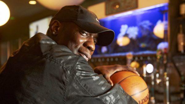 Supersonics Legend Shawn Kemp's 'Oskars Kitchen' Sports-Bar In Seattle Is The Jam