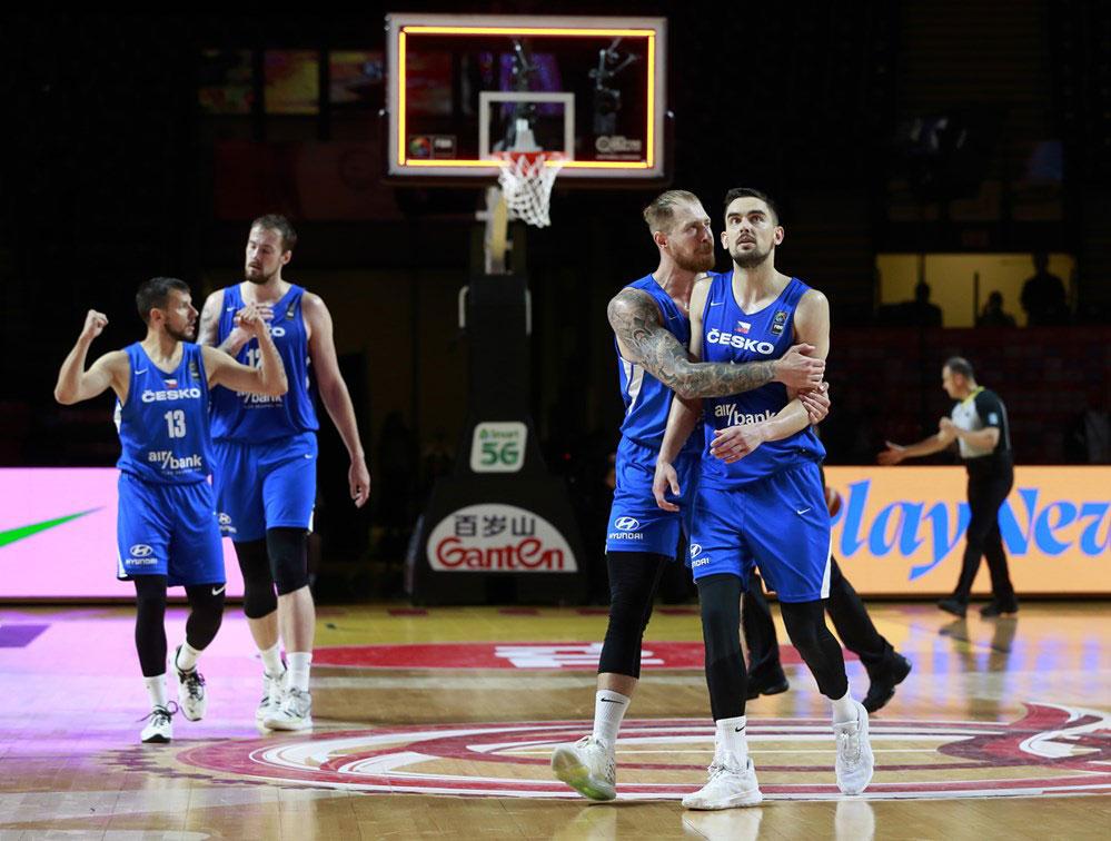 Tomas satoransky and czech republic celebrate after big shot ends canadian olympic basketball dream 2020 fiba olympic qualifier tournament