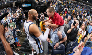MEMPHIS, TN - APRIL 29: Vince Carter #15 of the Memphis Grizzlies high fives fans after a game against the Portland Trail Blazers in Game Five of the Western Conference Quarterfinals of the NBA Playoffs at FedExForum on April 29, 2015 in Memphis, Tennessee. NOTE TO USER: User expressly acknowledges and agrees that, by downloading and or using this photograph, User is consenting to the terms and conditions of the Getty Images License Agreement. Mandatory Copyright Notice: Copyright 2015 NBAE (Photo by Joe Murphy/NBAE via Getty Images)