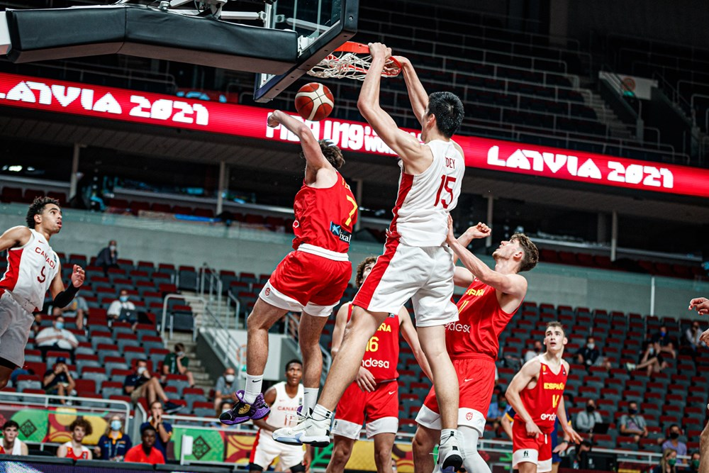 Canadian seven-foot-four center Zach Edey throws down big dunk over spain at the 2021 FIBA U19 World Cup. Team Canada will play rivals USA in the semi-finals.